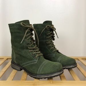 Steve Madden • Fame Combat Boots Suede Olive Green